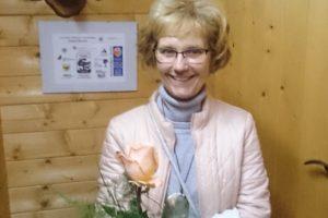 Annette Bußmann Erhielt Wie Alle Anderen Helferinnen Des Bürgercafés Eine Rose Zum Dank Für Ihre Arbeit.