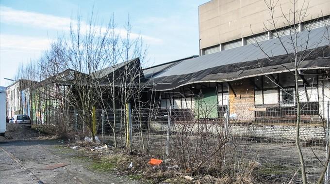 Marodes Bild Vor Mehr Als Einem Jahrzehnt: Der Mittlerweile Abgerissene, Alte Haufer Bahnhof.
